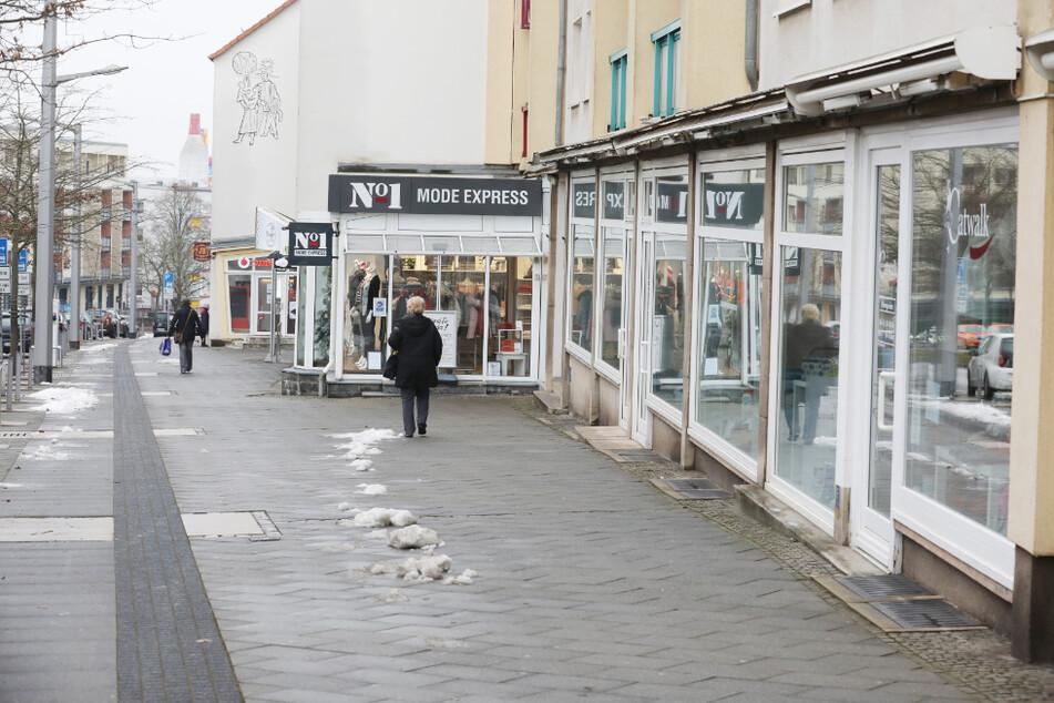 Blick auf eine nahezu menschenleere Einkaufsstraße in Erfurt. In Thüringen wird der Lockdown um mehrere Tage verlängert.