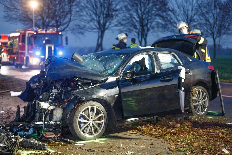Die Insassen wurden bei dem Unfall im Auto eingeklemmt.