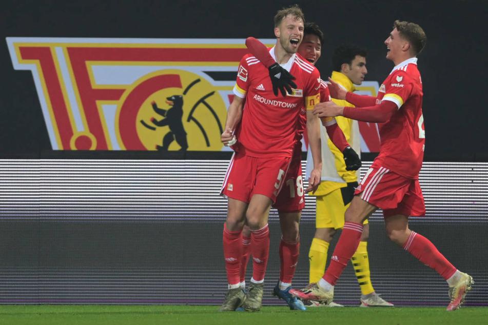 Durch den Siegtreffer von Marvin Friedrich (25, l.) triumphierte Union Berlin im Hinspiel mit 2:1 über Borussia Dortmund.