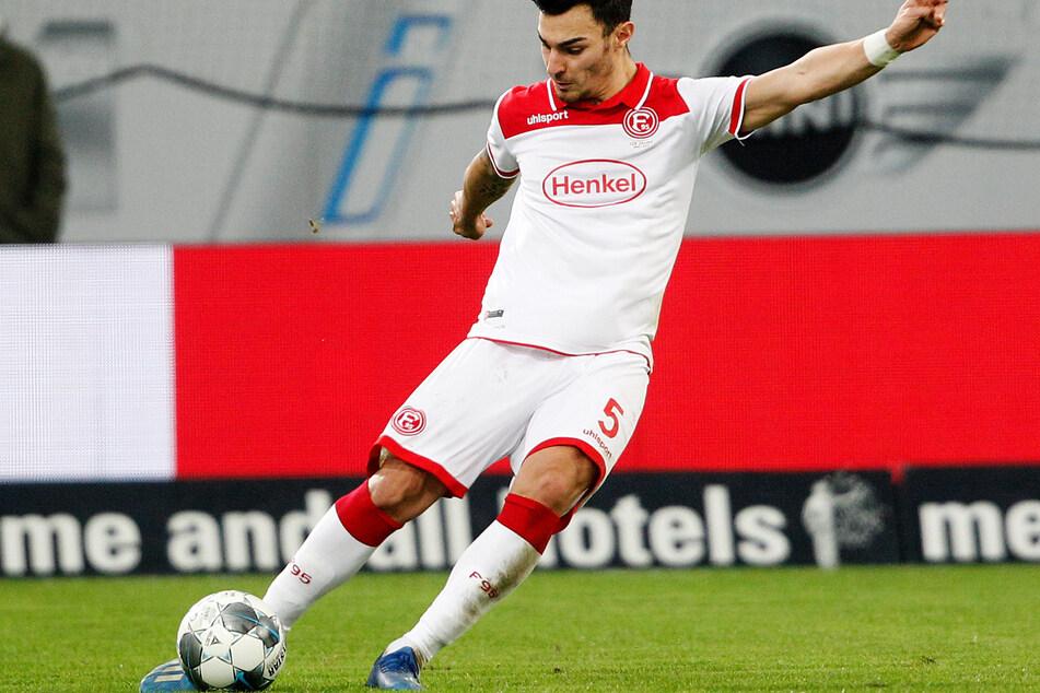 Fortuna Düsseldorf - Borussia Mönchengladbach, 22. Spieltag in der Merkur-Spiel-Arena. Der Düsseldorfer Kaan Ayhan spielt den Ball.