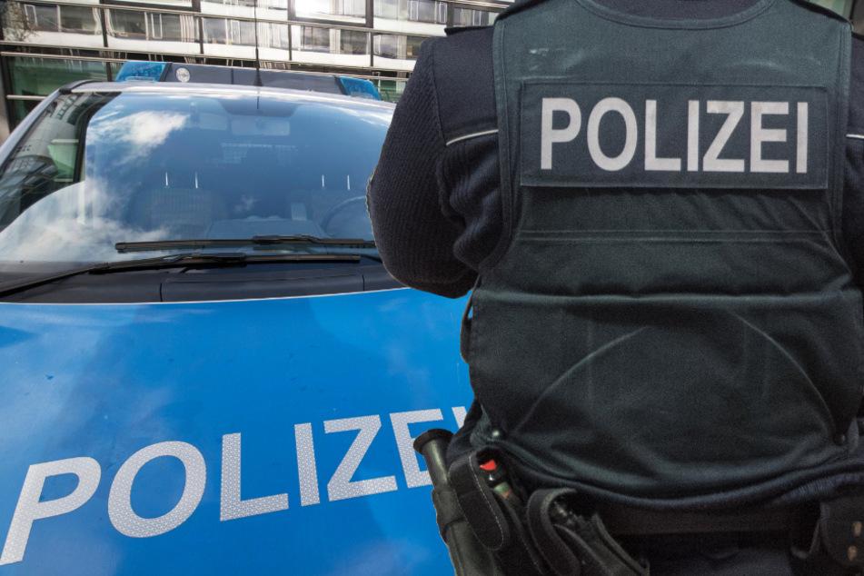 Die Polizei Fahndet nach den Insassen zweier Kleinwagen und sucht Zeugen (Symbolbild).