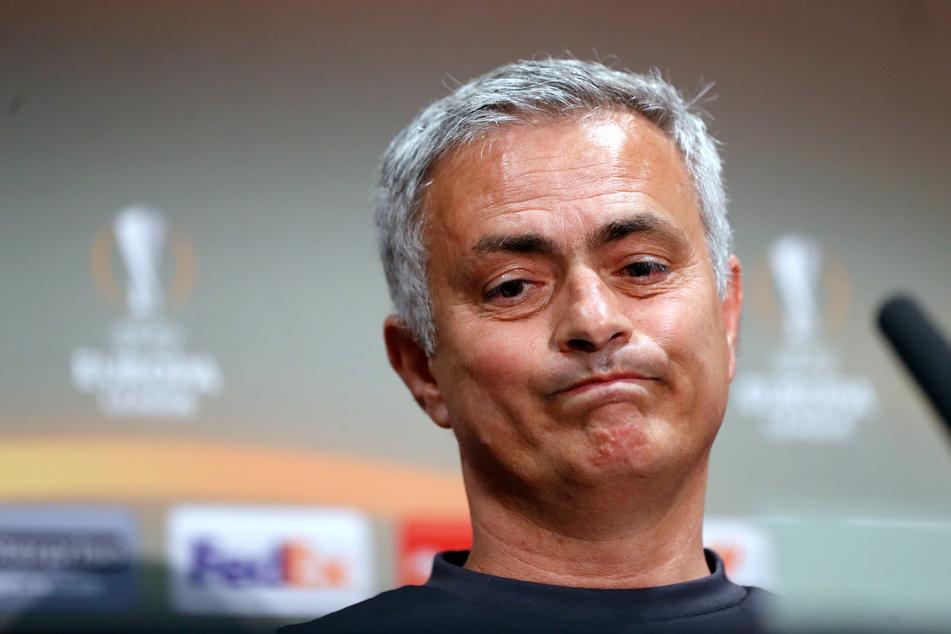 Starcoach José Mourinho von Tottenham Hotspur hat sich dafür entschuldigt, dass er sich trotz der rasant ausbreitenden Coronavirus-Pandemie in England nicht an die vorgeschriebene Abstandsregel gehalten hat.