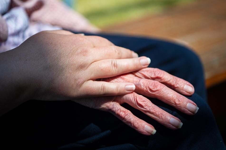 Pflegegutachter dürfen wieder zu den Antragstellern in die Wohnung kommen. (Symbolbild)