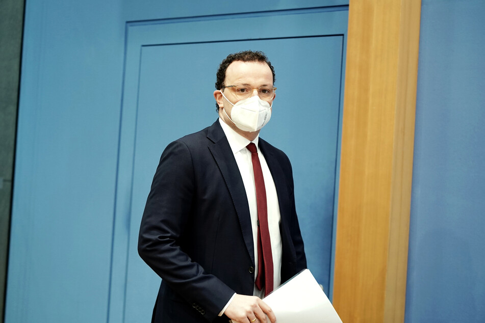 Jens Spahn (40, CDU), Bundesminister für Gesundheit, kommt zu der Pressekonferenz zur aktuellen Lage in der Corona-Pandemie.