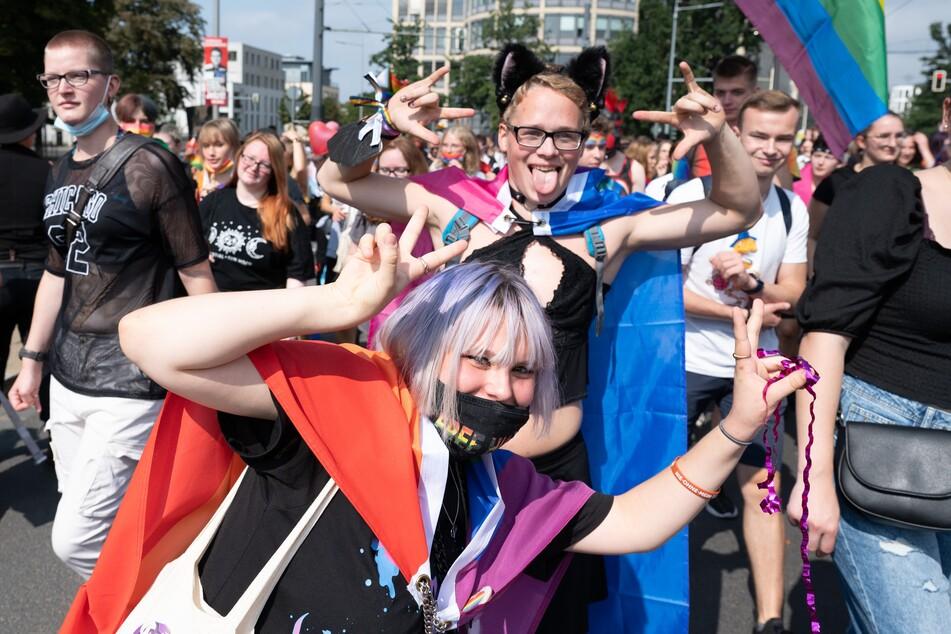 Die Teilnehmer wollen für die Rechte unter anderem von Schwulen, Lesben, Bisexuellen und Transgender demonstrieren.