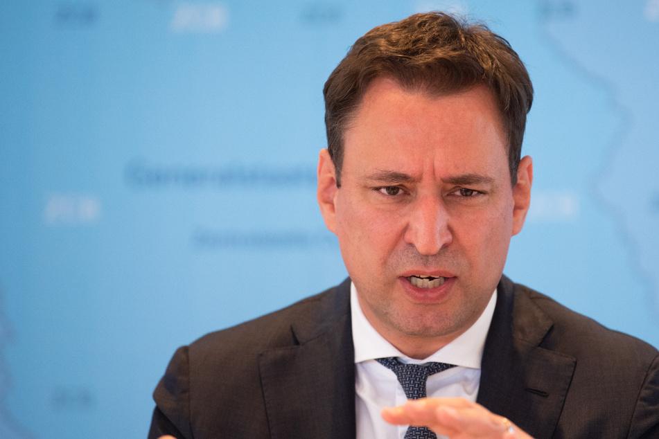 Der bayerische Justizminister Georg Eisenreich (50, CSU) bei einer Pressekonferenz.
