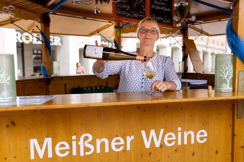 """Ilona Mende (56) vom Stand """"Meißner Weine"""" berichtet von Schwierigkeiten, ihre Unkosten wieder reinzuholen."""