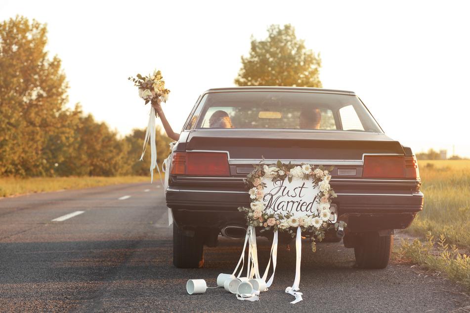 Ein Hochzeitskonvoi sorgte am Sonntag für einigen Ärger. (Symbolbild)