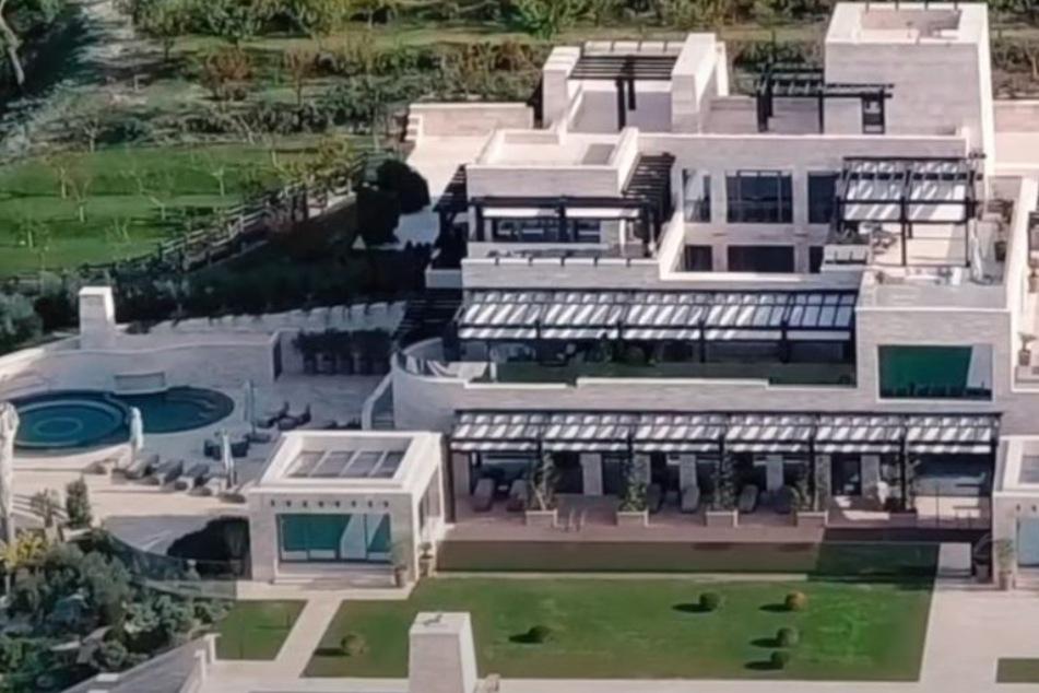 In dem Film wird der angebliche Palast von Putin vorgestellt.