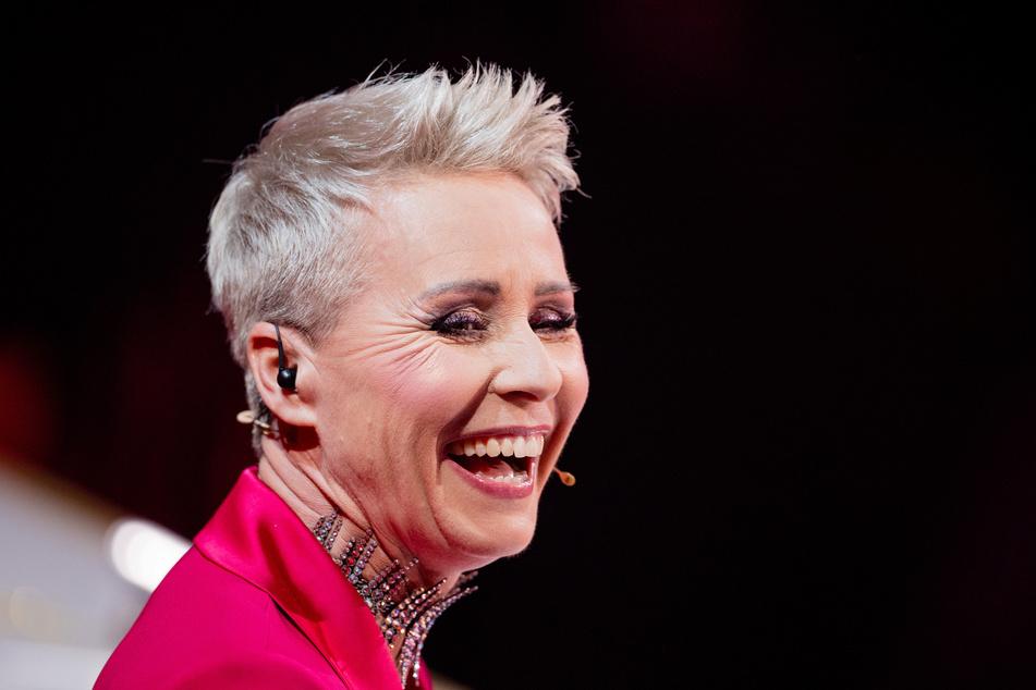 """Wird Rate-Team-Mitglied Sonja Zietlow (52) in der nächsten """"The Masked Singer""""-Show erfahren, wer sich hinter dem Alien verbirgt?"""