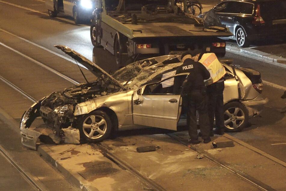 Die Kennzeichentafeln passten nicht zum Fahrzeug. Außerdem besaß der Fahrer keine gültige Fahrerlaubnis.