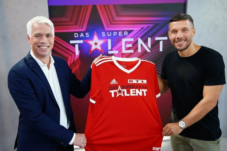 RTL-Geschäftsführer Henning Tewes (49) und Fußball-Weltmeister Lukas Podolski (36, r.).