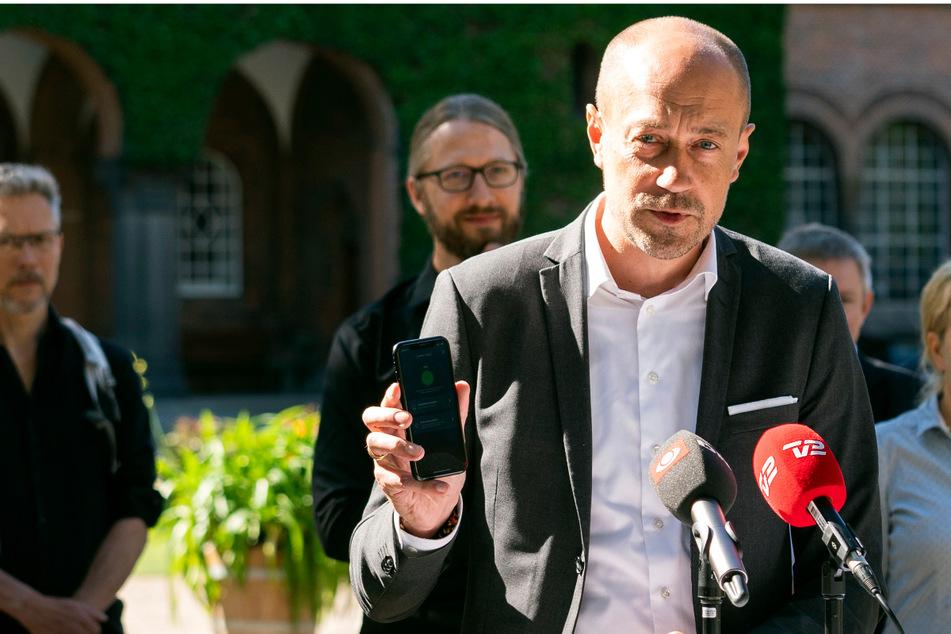 Der dänische Gesundeheitsminister Magnus Heunicke (46) bei der Pressekonferenz zur Vorstellung einer neuen Smartphone-App im Sommer 2020.