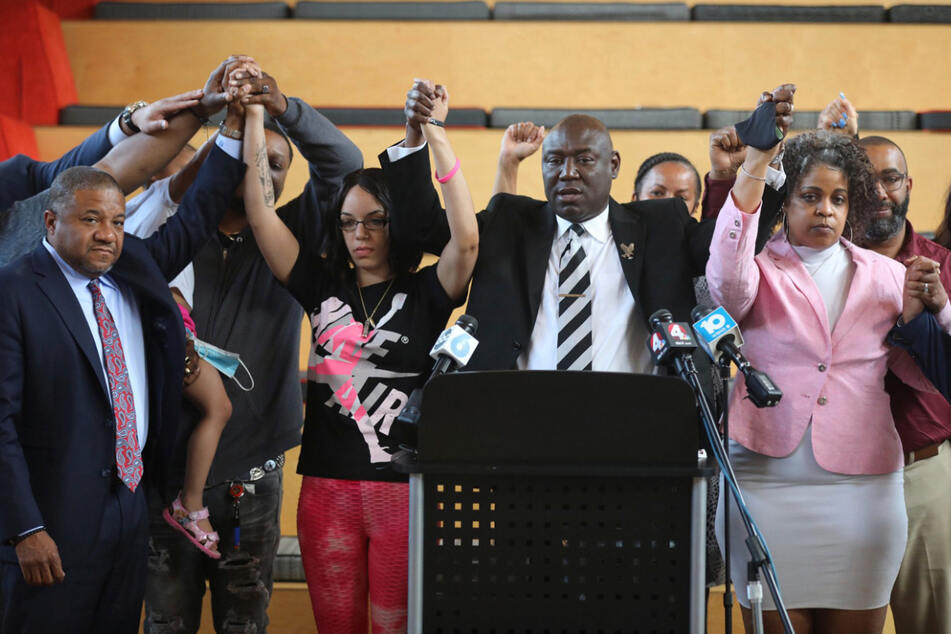 In seiner Garage erschossen: Familie von schwarzem Polizeiopfer erhält Rekord-Entschädigung