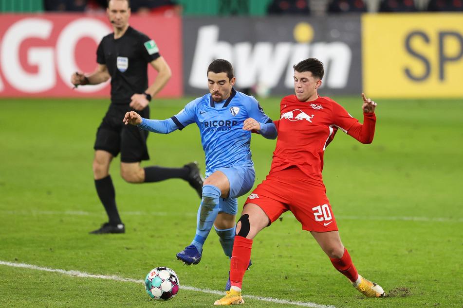Lazar Samardzic (19, r.) konnte bei den Roten Bullen kaum Spielpraxis sammeln. Das könnte bei Zweitligist Holstein Kiel anders sein.