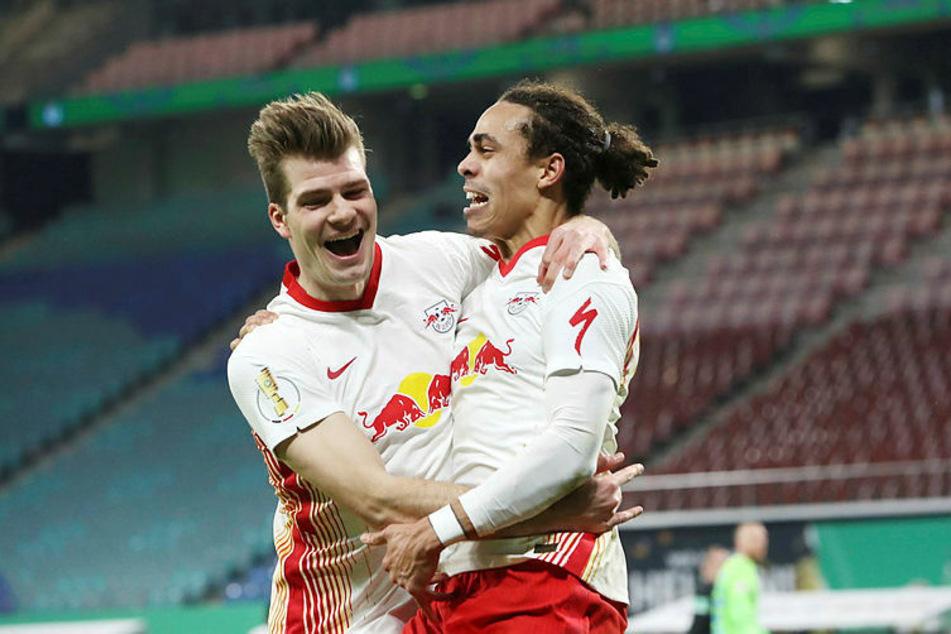 Vorlagengeber zum 1:0 war der wochenlang glücklose Alexander Sörloth (l.), der nur zwei Minuten zuvor eingewechselt worden war. Yussuf Poulsen (r.) versenkte.