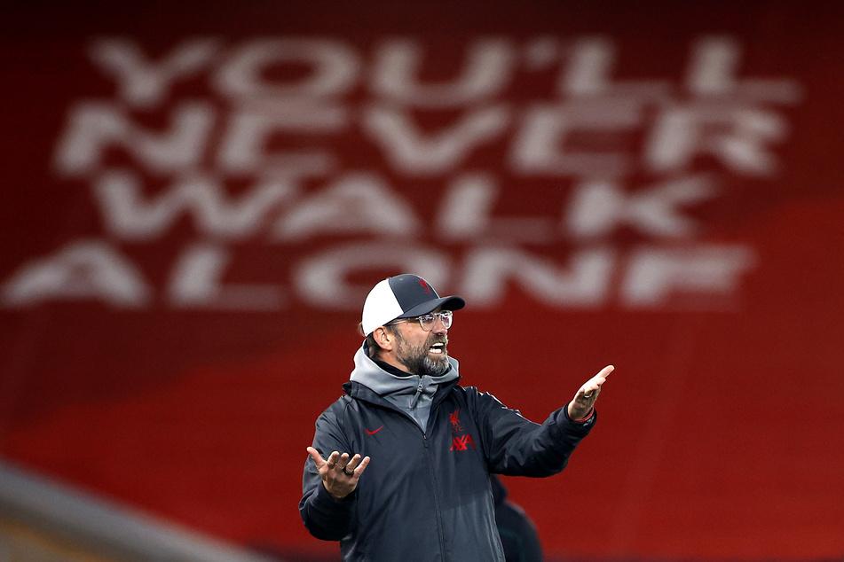Jürgen Klopp, Trainer des Liverpools, steht an der Seitenlinie.