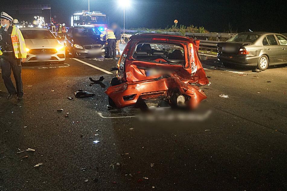 Unfall A81: Drei Verletzte bei Unfall auf A81 mit sechs Autos: Mann aus Wagen geschleudert