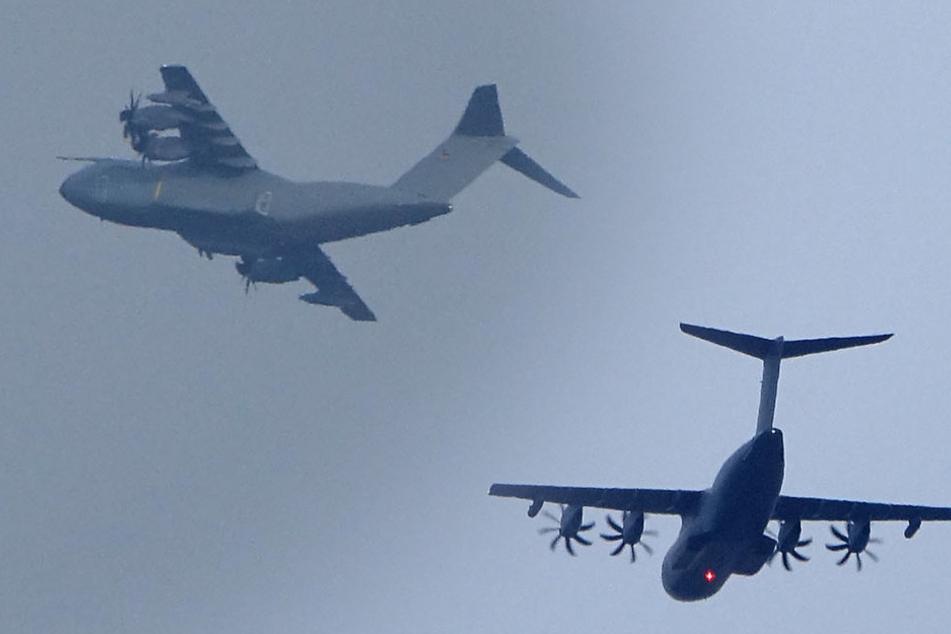 Militärflieger über Dresden: Was macht der Airbus über unseren Dächern?