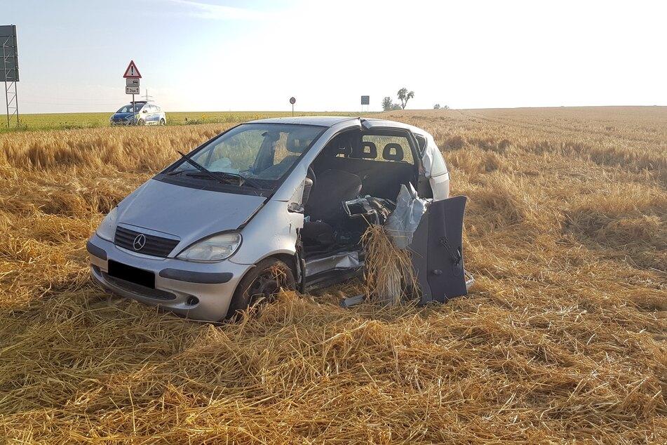 Das Auto der 24-Jährigen wurde in ein Feld geschleudert und kam dort zum Stehen.