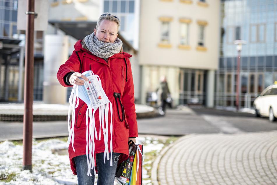 Sandra Findeisen (40) näht unermüdlich Masken und sammelt damit Spenden.