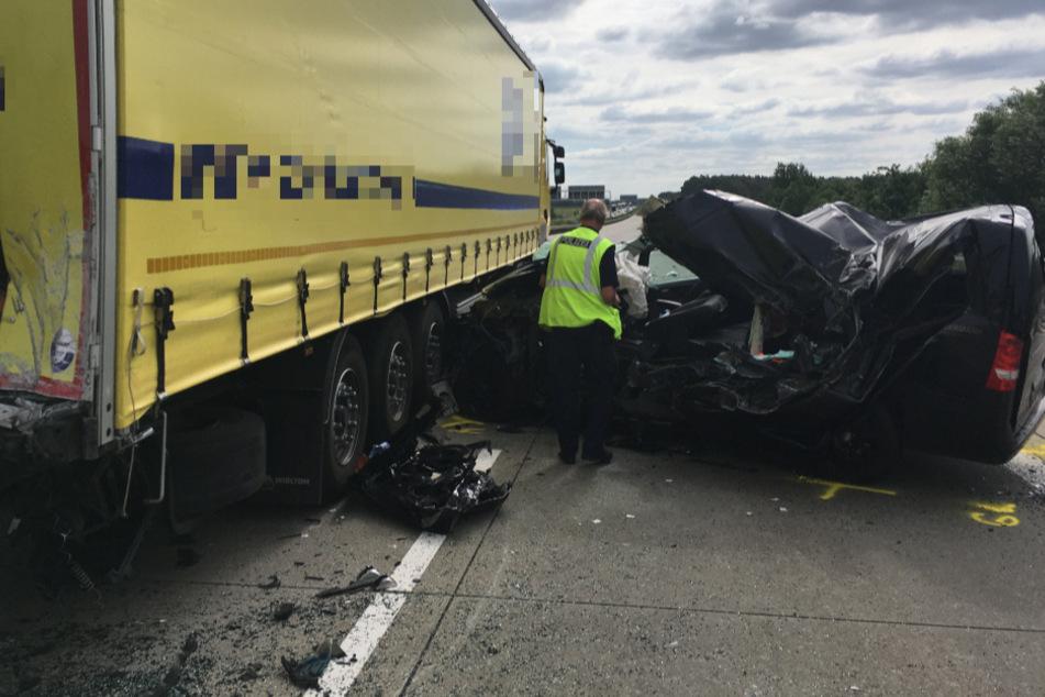 Für den Unfallfahrer kam jede Hilfe zu spät. Er verstarb noch an der Unfallstelle.