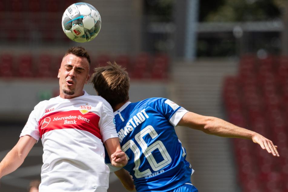 Stuttgarts Philipp Förster (25, l.) in Aktion gegen Darmstadts Matthias Bader (r.).