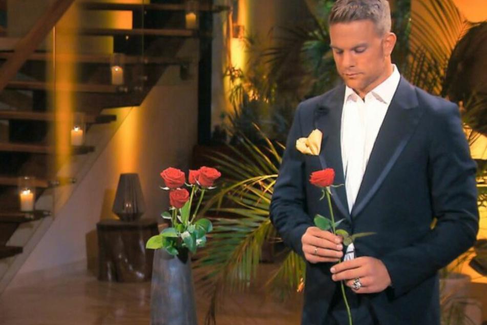 Bachelor: Mutter blockiert, Jobs verloren: RTL-Bachelor bricht in Tränen aus