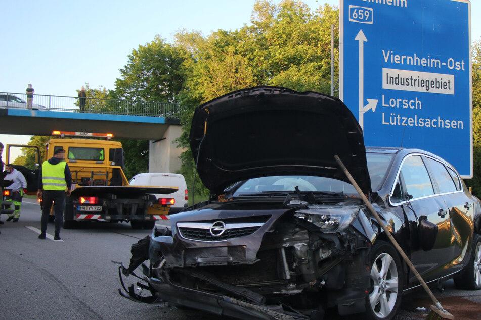 Schlimmer Unfall auf Autobahn: Mann und zwei Kleinkinder schwer verletzt