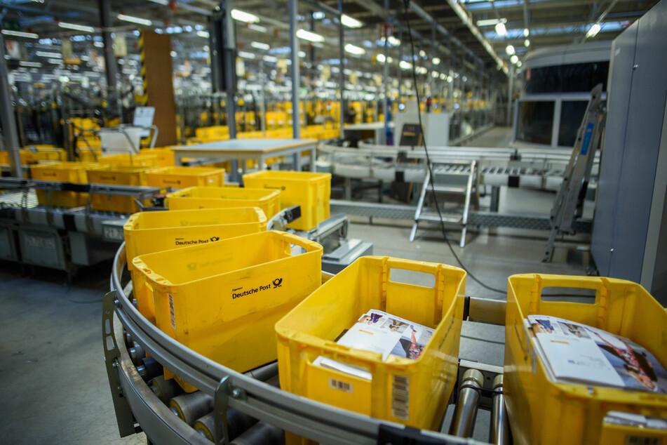 Die Post befindet sich im Wandel: Gerade während Corona werden immer weniger Briefe, dafür aber umso mehr Pakete verschickt.