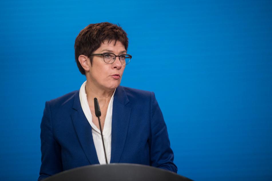 Berlin: Annegret Kramp-Karrenbauer, Bundesministerin der Verteidigung, spricht im Auswärtigen Amt.