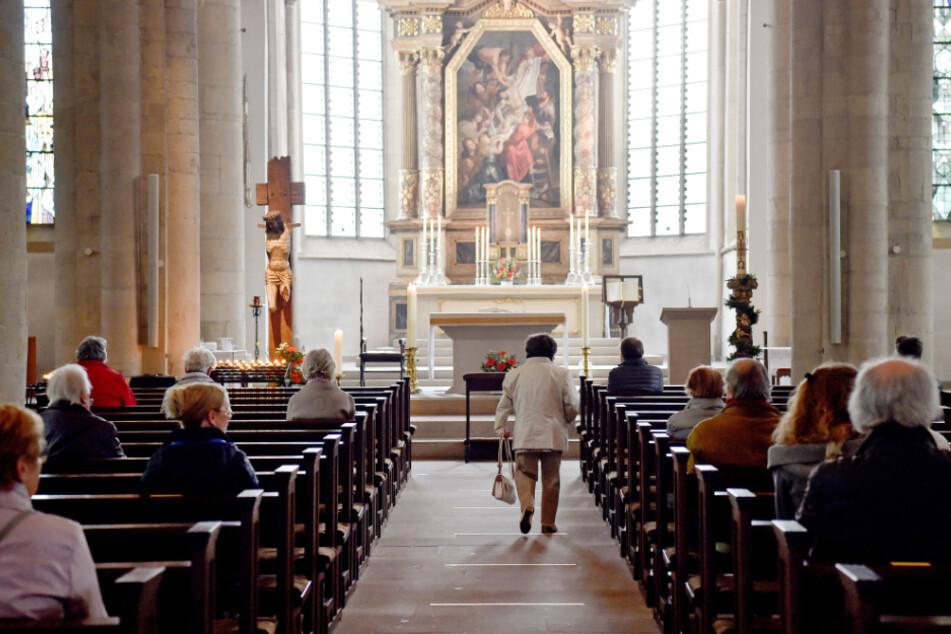 Nach knapp acht Wochen Zwangspause werden erstmals wieder öffentliche Gottesdienste gefeiert. (Archivbild)