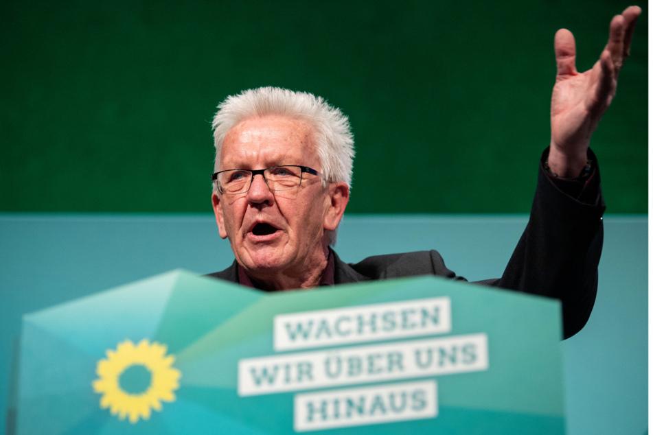 Ministerpräsident Winfried Kretschmann (72, Grüne) verteidigte auf dem Grünen-Parteitag in Heilbronn die Abweichungen in Baden-Württemberg bei den Kontaktregeln.