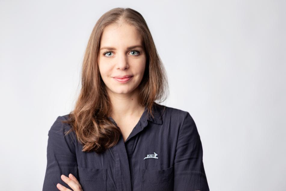 Lisa Kainz, PETAs Fachreferentin für Tiere in der Ernährungsindustrie.