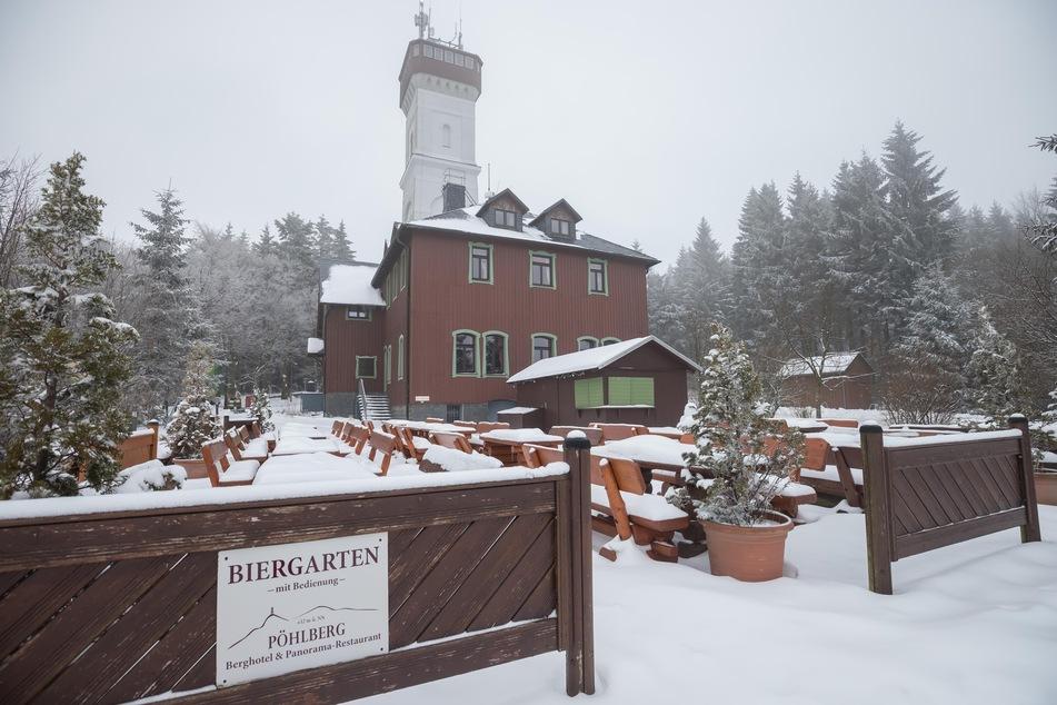 Auch im Winter schön: Der Pöhlberg-Turm.