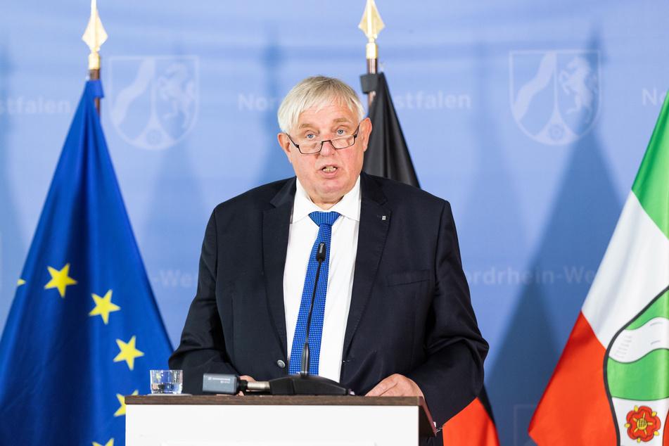 Karl-Josef Laumann (64, CDU), Gesundheitsminister von NRW, kündigt neue Coronaschutz-Regeln ab Montag an.