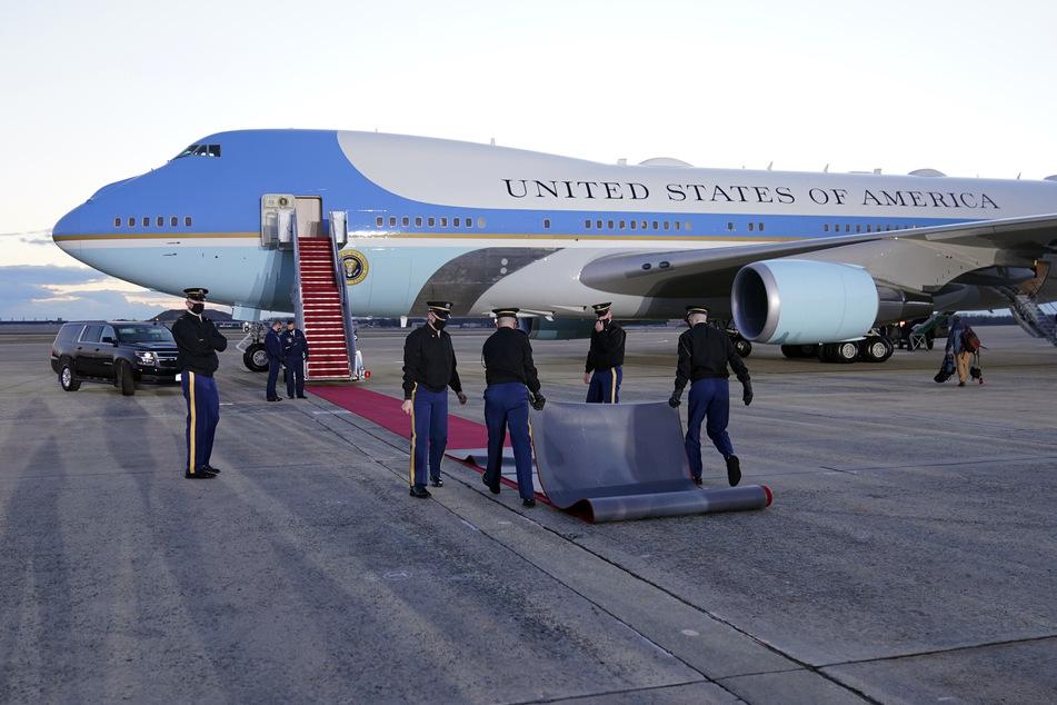 Am Mittwochmorgen wird die Air Force One für Noch-Präsident Trump (50) vorbereitet.