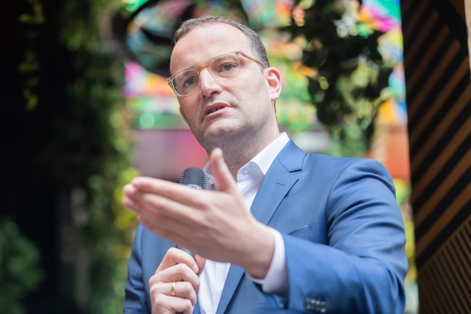 Gesundheitsminister Jens Spahn (41, CDU) besuchte den Berliner Nachtclub Ritter Butzke, um über die Corona-Situation der Clubs zu sprechen.