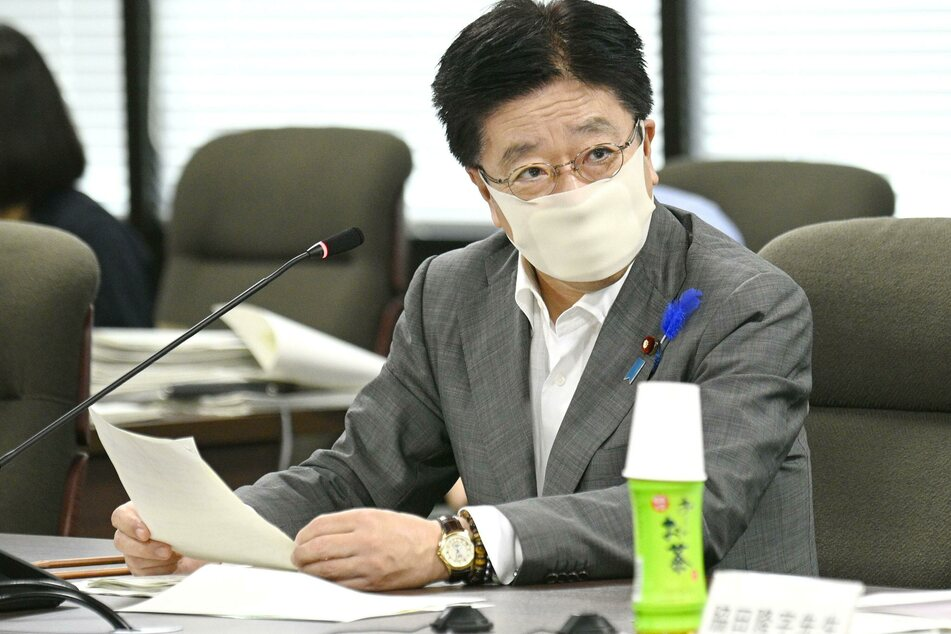 Tokio: Katsunobu Kato, Gesundheitsminister von Japan, spricht bei einem Treffen zu Maßnahmen zur Eindämmung der Corona-Pandemie. Japan erwägt eine Lockerung des Einreiseverbots bei Athleten und Funktionäre für die wegen der Corona-Pandemie auf nächstes Jahr verschobenen Olympischen Spiele in Tokio.