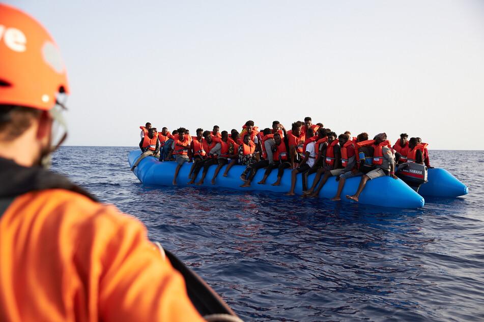 Auf dem Mittelmeer: Auch die Evangelische Kirche unterstützt die Seenotrettung von Migranten.
