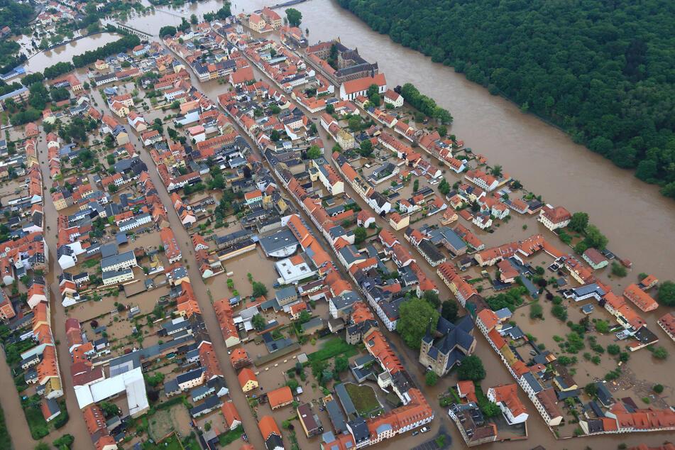 Auch die Warnung vor akuter Hochwassergefahr - im Foto die 2013 überschwemmte Innenstadt von Grimma - soll geprobt werden.