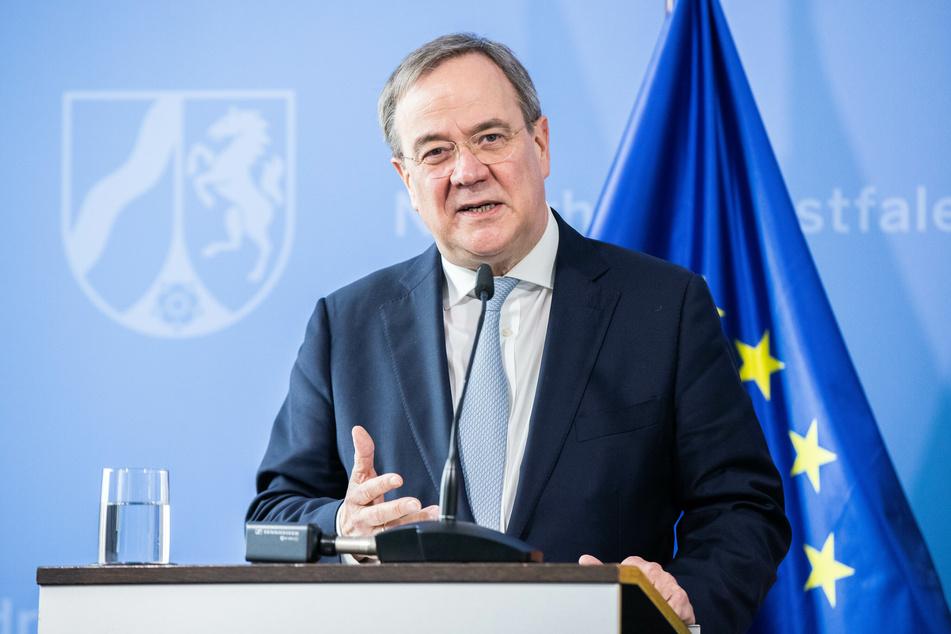 NRW-Ministerpräsident Armin Laschet (CDU) befürwortet eine Vereinheitlichung der Corona-Regeln in Deutschland durch eine Neufassung des Infektionsschutzgesetzes.