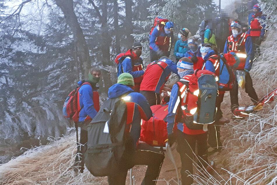 Dramatische Bilder der Bergretter: Frau stürzt beim Wandern schwer