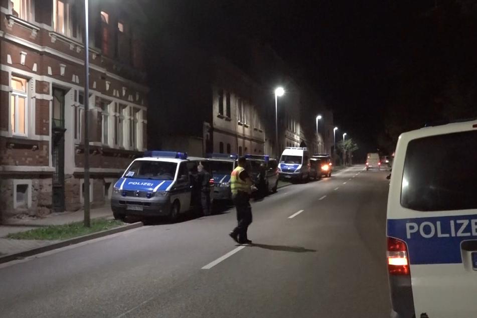 Die Polizei untersucht seit dem frühen Mittwochmorgen 40 Wohn- und Geschäftsräume.