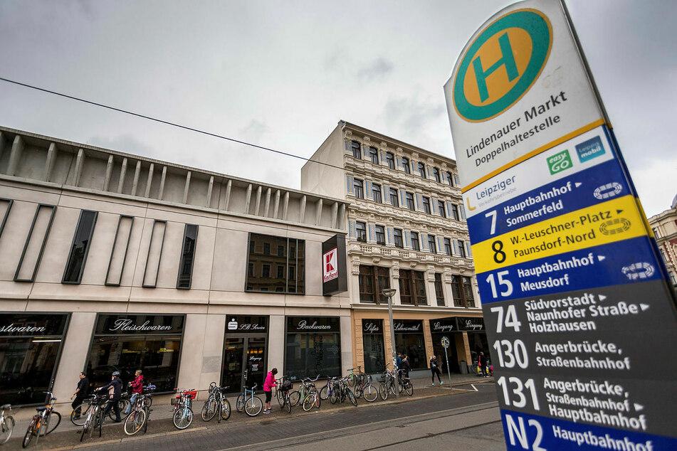Leipzig: Kleinkind an Haltestelle von LVB-Bus eingeklemmt