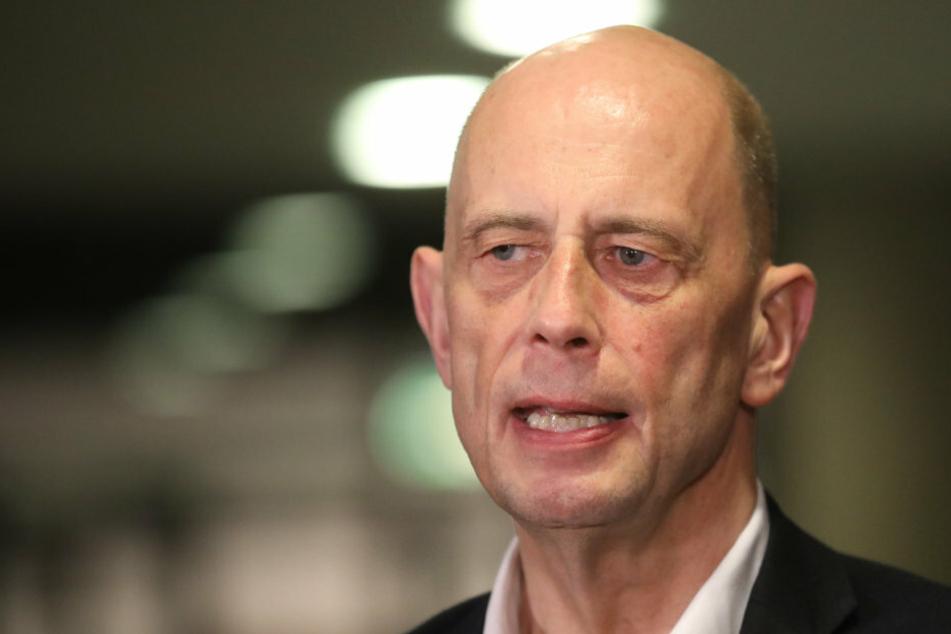 Wirtschaftsminister Tiefensee sieht Auto-Kaufprämien skeptisch
