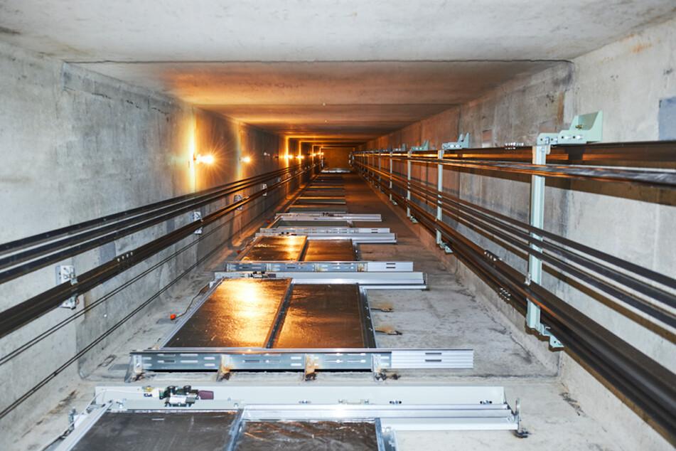 Wie im Horrorfilm: Aufzug rast mit zwei Menschen ungebremst in die Tiefe