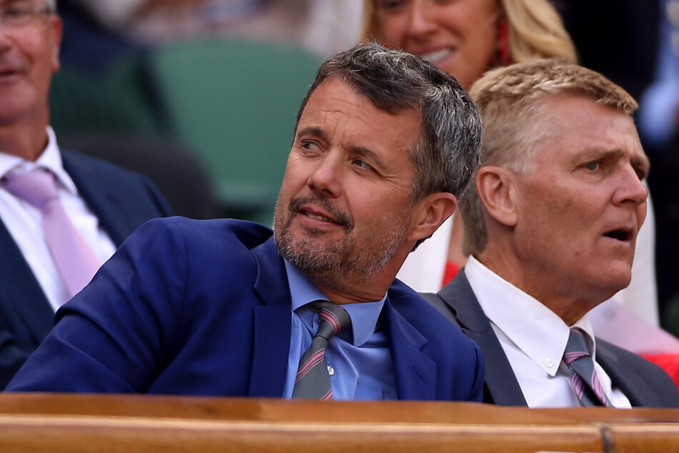 Kronprinz Frederik von Dänemark (53, l) hat seine Reise zu Olympia abgesagt. Stattdessen soll er nun bei der IOC-Generalversammlung am Dienstag und Mittwoch digital zugeschaltet werden. Der Kronprinz ist seit 2009 IOC-Mitglied.