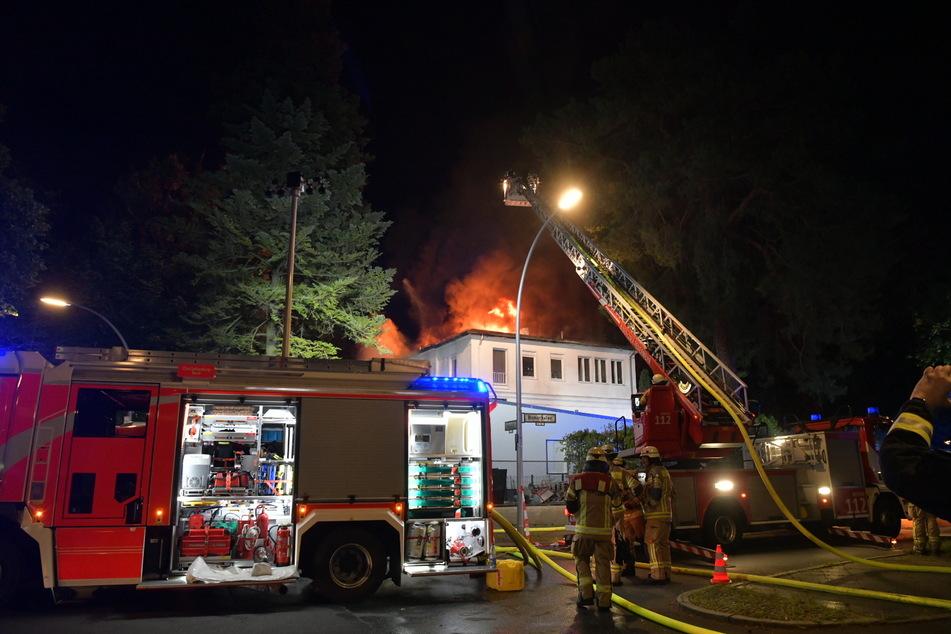 Eine Villa in Berlin-Grunewald ist in der Nacht zu Mittwoch in Flammen aufgegangen.