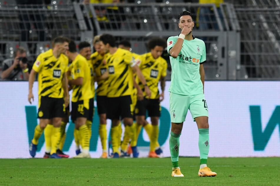Sollte Gladbachs Ramy Bensebaini (26, r.) am Samstag zum Einsatz kommen, wird er in jeden Fall verhindern wollen, dass die Dortmunder Mannschaft hinter ihm Grund zum Jubeln findet.